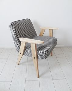 Fotel 366 z lat 60-tych proj. Józef  Chierowski (proj. Kolorum), do kupienia w DecoBazaar.com