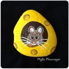 Mouse - Painted rock by Phyllis Plassmeyer - Rock Ideas - Do you need rock painting ideas for spreading rocks around your neighborhood or the Kindness Rocks Project?Painted rocks have become one of the most addictive crafts for kids and a Pebble Painting, Dot Painting, Pebble Art, Stone Painting, Stone Crafts, Rock Crafts, Caillou Roche, Posca Marker, Rock And Pebbles