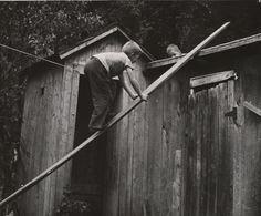 Photo by André Kertész, ca. 1940's. S)