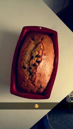 Lekkere cake   Deze cake is heel makkelijk te naken je heb nodig  - pak cake mix  - chocolade druppels of blokjes  En let op dat je de chocolade druppels of blokjes in de cake doet voor dat je hem bakt