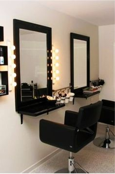 Place a shelf under the mirror for extra storage in the salon and lights on both sides of the mirror, Place a shelf underneath the mirror for further storage within the salon and lights on each side of the mirror Legen Sie ein Regal unter den Spiegel, …, Beauty Salon Decor, Beauty Salon Design, Small Beauty Salon Ideas, Small Hair Salon, Schönheitssalon Design, Home Hair Salons, Makeup Salon, Makeup Studio, Hair Studio