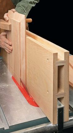 Woodworking Jig Plans, Woodworking Table Saw, Woodworking Workshop, Easy Woodworking Projects, Woodworking Techniques, Woodworking Furniture, Woodworking Shop, Table Saw Fence, Diy Table Saw