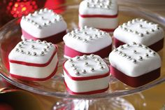 Share the love this Christmas with these mini fruit cakes.