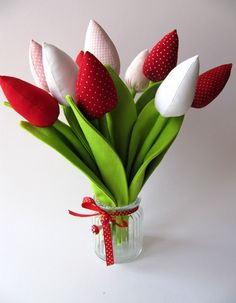Stofftulpen für Sie zum Valentinstag / fabric tulips by Magic Design via DaWanda.com