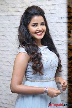 Indian Actress Images, Tamil Actress Photos, South Indian Actress, Indian Actresses, Bridal Hairstyle Indian Wedding, Indian Bridal Hairstyles, Indian Wedding Outfits, Most Beautiful Indian Actress, Beautiful Actresses