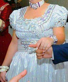 Différents coloris tissu d Or pour robe Mensouj Machine à tisser le tissu d Or pour robe Mensouj, ancienne tradition de Tlemcen jusqu à aujourd hui