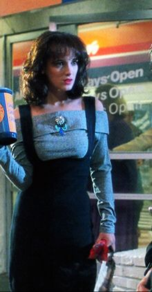 """Veronica (Winona Ryder) and J. (Christian Slater) from """"Heathers. 90s Movies, Good Movies, Movie Tv, 80s Movie Costumes, Iconic Movies, Heathers O Musical, The Heathers Movie, Heathers Costume, Winona Ryder Heathers"""