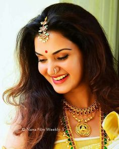 Honey Rose Beautiful HD Photoshoot Stills & Mobile Wallpapers HD Indian Natural Beauty, Indian Beauty Saree, Erica Fernandes Hot, Indian Actress Photos, Indian Actresses, Girl Number For Friendship, Honey Rose, Saree Poses, Cute Photography