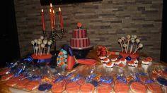 #mesa#decorada#para#queima#das#fitas#de#psicologia#laranja/azul