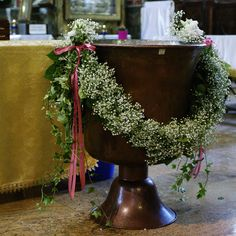 Altar Flowers, Church Flower Arrangements, Church Flowers, Cut Flowers, Floral Arrangements, Wedding Flowers, Ikebana, Baptism Party Decorations, Forest Party