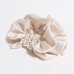 Hair accessories jewelry - Details about Pearl Decorated Satin Hair Scrunchies Hair Elastics Women Hair Accessories – Hair accessories jewelry Hair Accessories For Women, Jewelry Accessories, Fashion Accessories, Handmade Hair Accessories, Trendy Accessories, Diy Hair Scrunchies, Mode Turban, Ponytail Holders, Hair Jewelry