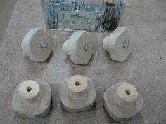 Make Your Own Knobs and Save / Fabriquez vos poignées et épargnez Woodworking Jigsaw, Woodworking Equipment, Learn Woodworking, Woodworking Workbench, Woodworking Projects, Woodworking Techniques, Build Your Own Garage, Make Your Own, Make It Yourself