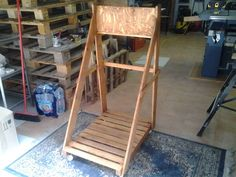 Cool Cart Storage For Marine Engine Made Out Of Recycled Pallets Cart storage for marine engine, with a shelf for the water tank and a tool box. Pallet Coat Racks, Pallet Storage, Pallet Shelves, Free Wood Pallets, 1001 Pallets, Recycled Pallets, Pallet Boxes, Pallet Crates, Pallet Wood