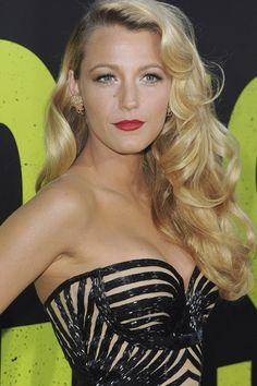 Muy guapa Blake Lively con esos labios color fresa :-)