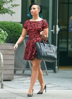 Demi Lovato showed off her toned figure in a red rose-print mini-dress as she strut her stuff in black pointed-toe pumps in New York City on Tuesday Sexy Dresses, Short Dresses, Demi Lovato Style, Demi Lovato Pictures, Fifties Fashion, Dress Out, Beautiful Legs, Belle Photo, Sexy Legs