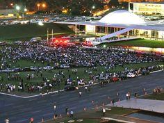 Manifestantes protestam em frente ao Congresso Nacional (Foto: Maria Luiza Araujo)