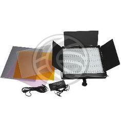 Foco de estudio de luz continua basado en un panel de LEDs. Se trata de una matriz de 900 LEDs montados en una carcasa metálica de color neg...