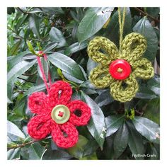 FitzBirch Crafts: French Knitting or i cord flowers. I could make them bigger by placing pipe cleaners in the cord for support. Spool Knitting, Knitting Blogs, Knitting Projects, Kids Knitting, Finger Knitting, Christmas Crafts For Kids, Christmas Diy, Christmas Ornaments, Christmas Flowers