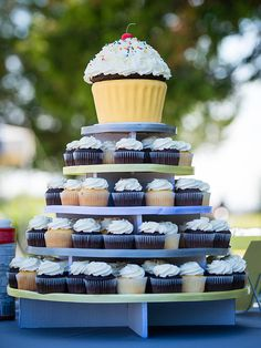 Supplement your wedding cake with some extra treats. Take a look at these 16 wedding cake ideas with cupcakes.