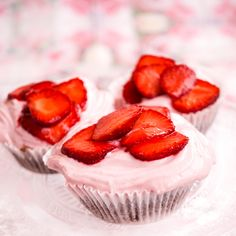 Strawberry cupcakes Strawberry Cupcakes, Cheesecake, Sweets, Desserts, Food, Deserts, Good Stocking Stuffers, Cheese Cakes, Goodies
