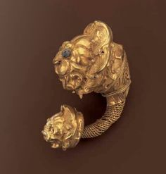 ۩ ۞  Large gold earring with lions head, Greece, 4th century B.C.