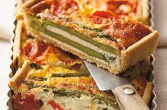 Roast asparagus and tomato tart Make the most of delicious seasonal asparagus with this wonderfully fresh-tasting tart - serve with a crunchy green salad for a tasty lunch or supper Tasty Vegetarian Recipes, Healthy Recipes, Healthy Foods, Yummy Recipes, Dinner Recipes, Tomato Tart Recipe, Savory Tart, Roast Asparagus, Tart Recipes