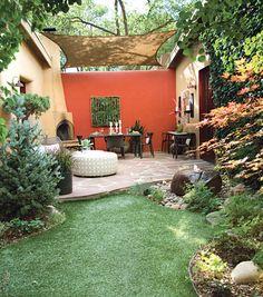 wohnzimmer im garten mit sonnensegel zum terrassenbeschatung
