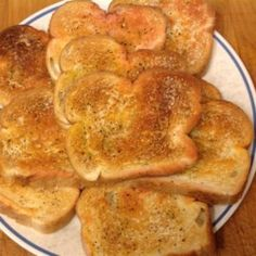 Bread slices are toasted and rubbed with garlic, fresh tomato, and good quality olive oil for a traditional Spanish appetizer. Garlic Toast Recipe, Spanish Appetizers, Recipe Directions, Oven Racks, Original Recipe, Nutrition, Stuffed Peppers, Bread, Garlic