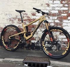 See the top rated jump bike frames in The lightest and strongest MTB frames to buy and ride in the coming year. Mt Bike, Mtb Bicycle, Best Mountain Bikes, Mountain Biking, Velo Design, Bicycle Design, Montain Bike, Mtb Frames, Downhill Bike
