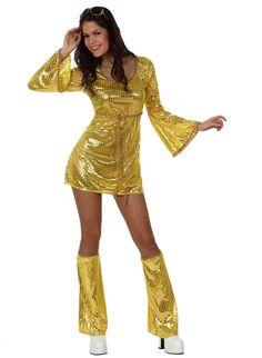 Disfraz disco dorado mujer: Este disfraz disco para mujer incluye un vestido y unos cubre botas (zapatos no incluidos).El vestido es de color dorado y tiene mangas largas y acampanadas. El cinturón es fino de color...
