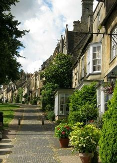 Burford, Cotswolds (One of the best things about Britain is the names of the places.  Cotswolds?  That's just neat.)