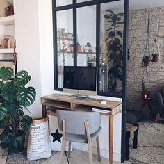 Quelques changements pour mon côté bureau avec @prettypegs et @calligaris_official🍃💚Mudancinhas no cantinho de Trabalho com direto a pezinho palito novo pro escritorio!  .  .  .  #workspace #athome #madecoamoi #details #inspiration #urbanjunglebloggers #urbanjungle #verriere #homemade #diy #diyblogger #deco #interiordesign #homedecor #morning #bohemianstyle #scandinaviandesign #love #winter #mood