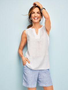 An airy linen shell perfect for layering. Crafted from lightweight linen, this simple silhouette's classic details and versatility make it a staple. Classic Style Women, Classic Outfits, Trendy Outfits, Fashion Outfits, Summer Outfits Women Over 40, Culottes, Polyvore Outfits, Clothes For Women, Casual Women's Outfits