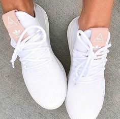 Clothing adidas Originals Pharrell Williams Tennis Hu in raw pink and white. ClothingSource : adidas Originals Pharrell Williams Tennis Hu in raw pink and white. Moda Sneakers, Pink Sneakers, Best Sneakers, Pink Shoes, White Shoes, Sneakers Fashion, Fashion Shoes, Sneakers Adidas, Sneakers Workout