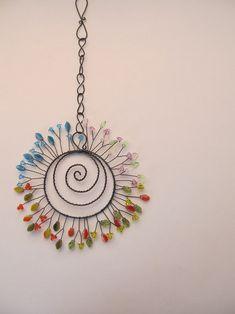 Sluníčko po celý rok / Zboží prodejce Nanele | Fler.cz Wire Crafts, Bead Crafts, Suncatchers, Wire Jewelry, Jewelery, Copper Wire Art, Wire Wreath, Metal Garden Art, Scrap Metal Art