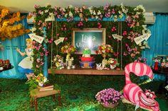 No último post do ano trazemos as fotos de uma festa encantadora com o tema Alice no Pais das Maravilhas. O cenário lindamente decorado pela...