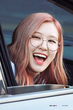- too beautiful cr. Kim Jennie, South Korean Girls, Korean Girl Groups, Foto Rose, Kim Jisoo, Rose Park, Black Pink Kpop, Black Pink Rose, Purple
