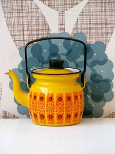 Mid-century enamel coffee pot by Finel for Arabia of Finland in the Kehrä Pattern. I have a 2 handled pot in this, love it! Vintage Enamelware, Vintage Kitchenware, Vintage Dishes, Kitchen Items, Kitchen Utensils, Kitchen Tools, Vintage Coffee, Tea Set, Coffee Shop