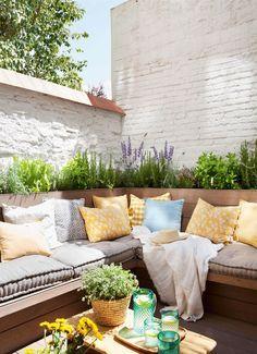 un perimetro de plantas en la terraza_00433266