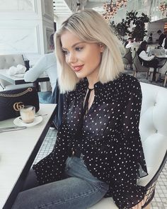 """11.9 k mentions J'aime, 62 commentaires - Laura Jade Stone (@laurajadestone) sur Instagram : """"Coffee dates ☕️☕️ Wearing @yourockstyle """""""