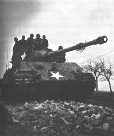 Captured German Tiger II (Königstiger) tank with temporary U.S. markings. Note 88-mm gun with muzzle brake.  Datum	1944-1945  Quelle	http://www.history.army.mil/books/wwii/Siegfried/Siegfried%20Line/siegfried-ch22.htm#p531  Urheber	US military