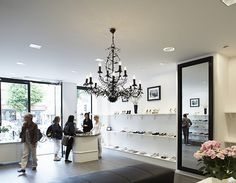 Yoko Yap: Quadra wallwashers and Quadra downlights illuminate the shop providing modern young shoe fashion in Göteborg's city centre. Architect: Vasilis Arkitekt Design, Västra Frölunda; Lighting designer: ERCO Lightning AB; Photographer: Thomas Södegren; Place: Göteborg