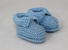 Baby's First Booties Knitting pattern by madmonkeyknits Baby Booties Free Pattern, Knit Baby Booties, Christmas Knitting Patterns, Baby Knitting Patterns, Knitting Tutorials, Baby Patterns, Yarn Winder, Baby Scarf, Crochet Fall