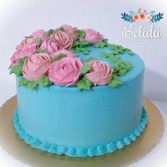 Repost belalu.bolos  De uma filha para presentear a mamae !! Massa de chocolate com brigadeiro de nozes e creme moça
