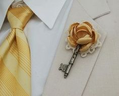 I wonder if I could pull of a vintage wedding. Vintage Key Boutonniere with Fabric Flower by Wedding Bells, Our Wedding, Dream Wedding, Chic Wedding, Wedding Details, Fall Wedding, Wedding Stuff, Groom Boutonniere, Boutonnieres