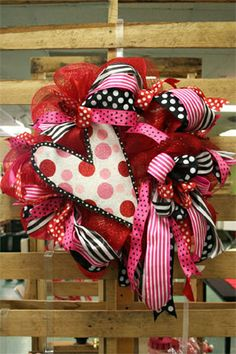 heart-warming mesh Valentine wreath