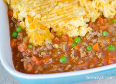 Low Syn Shepherd's Pie - delicious ground lamb and vegetables topped with golden mashed potatoes. Slimming World and Weight Watchers friendly Slimming World Free, Slimming World Dinners, Slimming World Recipes Syn Free, Slimming Eats, Slimming World Cottage Pie, Sliming World, Cooking Recipes, Healthy Recipes, Pie Recipes