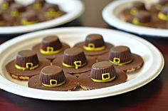 My go-to treat in October is Witch Hat cookies . In November, it's Pilgrim-Hat cookies! I first saw this idea a few years ago at Woman's. Thanksgiving Snacks, Holiday Snacks, Holiday Fun, Christmas Ideas, Thanksgiving Cards, Holiday Baking, Christmas Projects, Christmas Decorations, Holiday Decor