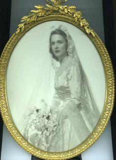 Photo Gallery -- Barbara and George Bush: Barbara Bush Wedding Portrait = January 1945 Bush Wedding, Wedding Tips, Wedding Day, Wedding Shot, Bling Wedding, Wedding Flowers, Barbara Bush, Laura Bush, Celebrity Wedding Photos