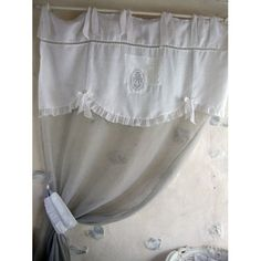 Rideau Hydor                                                                                                                                                      Plus Half Curtains, Linen Curtains, Curtains With Blinds, Blanc Shabby Chic, Romantic Shabby Chic, Bed N Bath, Rideaux Shabby Chic, Shabby Home, French Country Bedrooms